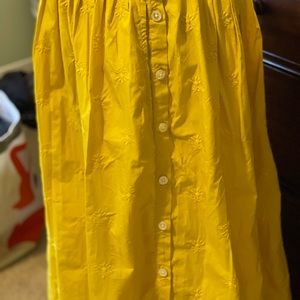 Gap new w/tags yellow pleated skirt, side buttons.